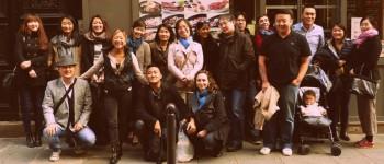 Photo de groupe par Jonathan P. du déjeuner mensuel parisien de Racines coréennes d'octobre 2014